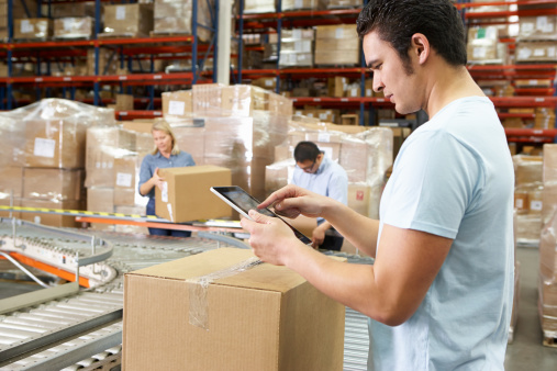 What Are the Differences between Warehouses and Distribution